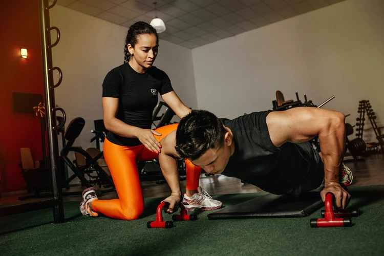 Reasons why you should become a professional personal trainer | HealthSoul